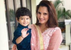 SEE: Sania teaches little Izhaan about traffic lights