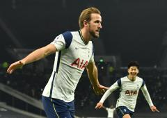 EPL PHOTOS: Spurs back on top but Reds fire warning