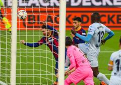 Messi equals Pele's club goal record