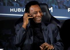Pele dismisses depression talk, tells fans he is well