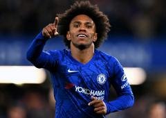 Arsenal sign Chelsea's Willian on three-year contract