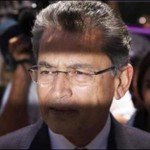Once mates, now inmates, Rajat Gupta, Raj Rajaratnam cross paths in same prison