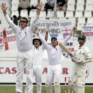 Swann and Broad bowl England to innings win