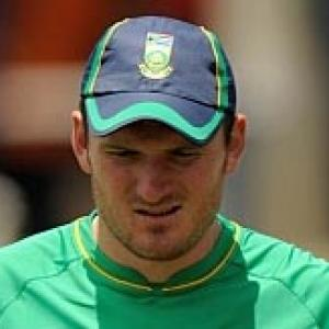 South Africa captain Smith loses his Test cap