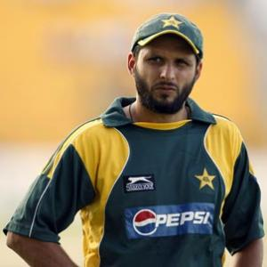 Trio should stay away from dressing room: Afridi