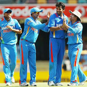 India aim to stay afloat, battle Oz in crucial tie