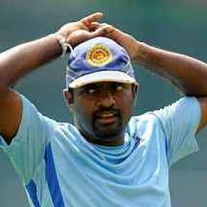 Muralitharan to play for Melbourne Renegades in Big Bash