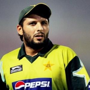 Pakistan's Afridi, Younus chased for unpaid tax bill