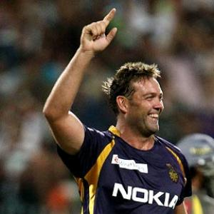 Kallis inspires Kolkata to easy win over Hyderabad
