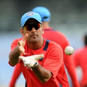 Lack of genuine all-rounder hurting India: Dhoni
