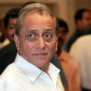 Srinivasan steps aside, Dalmiya named interim-president