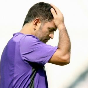 Dhoni sarcastically offers to quit