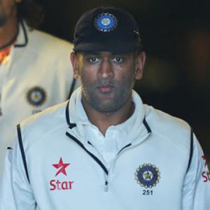 India captain Dhoni retires from Tests; Kohli to lead in fourth Test