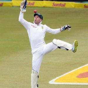 After India debacle, SA get De Villiers back to keep wickets in Tests