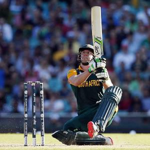 De Villiers smashes 162 to drive South Africa to 408-5