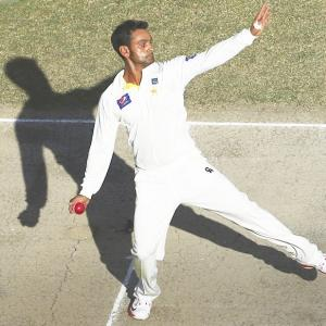 Pakistan spinner Hafeez gets one-year ban for chucking