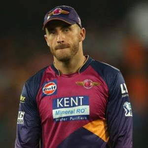 Fractured finger puts Du Plessis out of IPL, Khawaja comes in