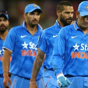 Dhoni takes responsibility for failed chase in Canberra