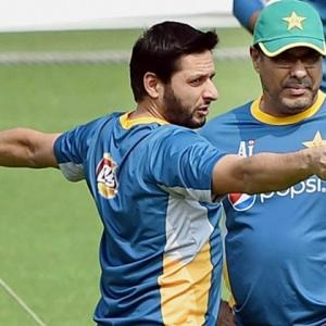 Waqar refuses to go out as 'villain'