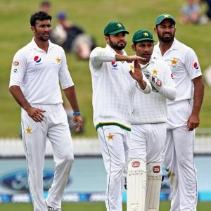 DRS controversy clouds rain-affected Day 1 of NZ vs Pak Test