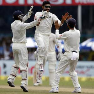 Jadeja, Ashwin bundle out New Zealand for 262