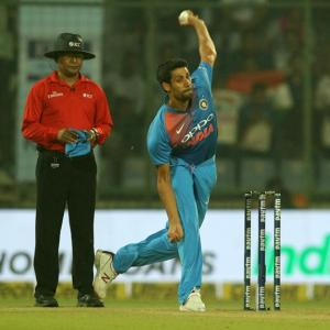 Nehra bowls from 'Ashish Nehra End' as DDCA pays tribute