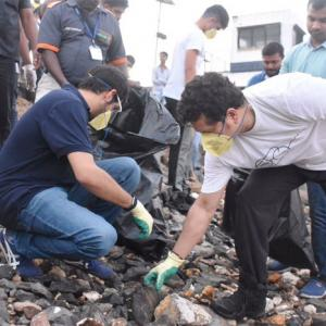 #SwachhBharat: Tendulkar teams with Thackeray Jr in clean-up drive