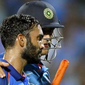 Dhoni is a topper in University where I am still studying: Karthik