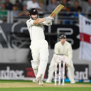 PHOTOS: NZ take lead after England crumble for 58
