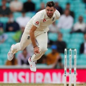 England's Anderson not contemplating retirement yet