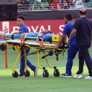 Asia Cup: Pandya stretchered off the field with injury
