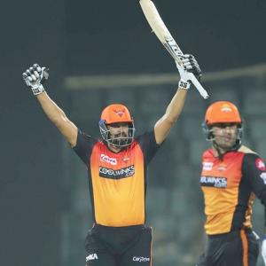 PICS: Nabi steers Sunrisers to third straight win