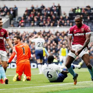 EPL PIX: Spurs record first loss at new home stadium