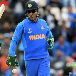 ICC objects to army insignia on Dhoni's gloves