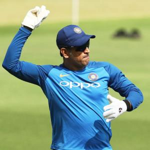 Dhoni injured during net session