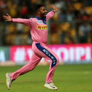 IPL PICS: Gopal 'tricks' in rain-ruined 10-over game