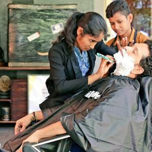 When Tendulkar got a shave from 'barbershop girls'