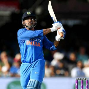 Dhoni should bat at No 5 in World Cup: Tendulkar