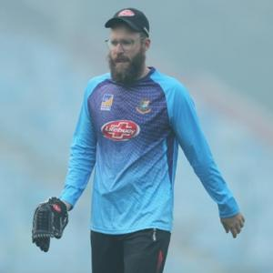 Pink-ball buzz masks visibility concerns in Kolkata Test