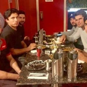 Pakistan cricketers take Indian taxi driver to dinner