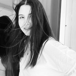 Virat loves Anushka's black-and-white pic