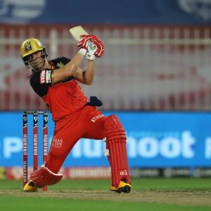PIX: Clinical Royal Challengers outclass Knight Riders