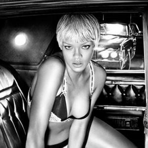 Rihanna in lingerie and more fashion news!