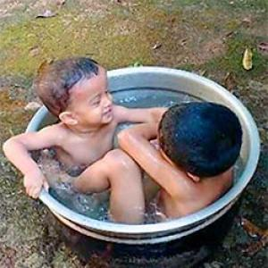 Your summer pics: Kids in a tub