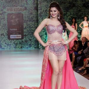 Pics: Urvashi, Akshara scorch the ramp