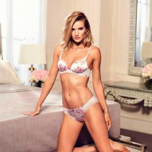 Rosie Huntington shows off her toned body in new lingerie campaign