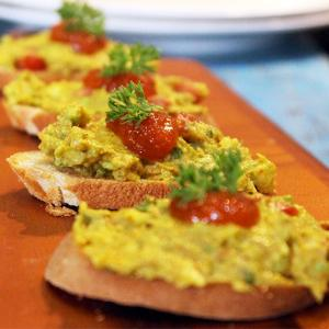 Snack recipe: Avocado and Mango Murabba on Crostini