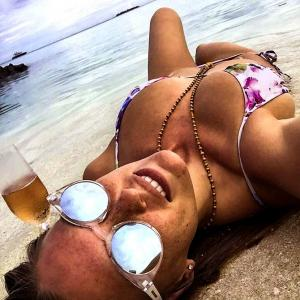 Be celebspired! 10 ways to chill on a beach