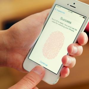 Even your phone's fingerprint sensor isn't safe!