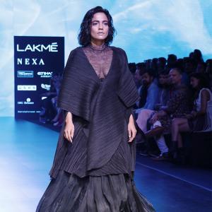 a57daa4b92d5 Lakme Fashion Week: Showstopping like Kareena Kapoor & Saif Ali Khan ...